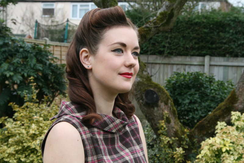 1940's Hair & Makeup, Victory Rolls